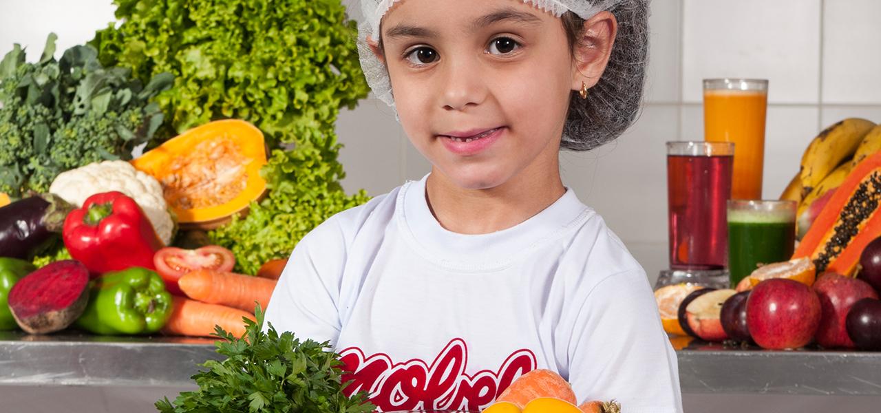 Desde Cedo, Os Alunos Têm Contato Com Alimentos Saudáveis.